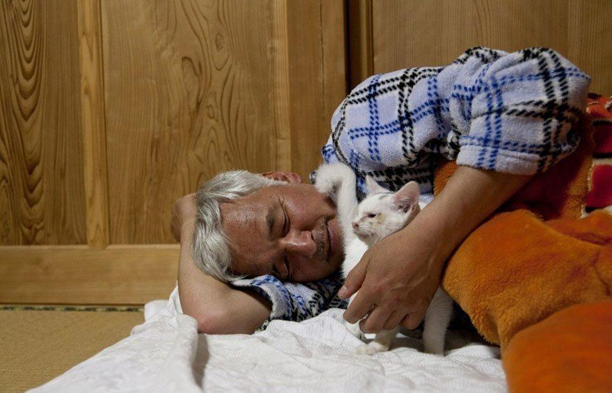 Man-risks-his-life-to-save-animals-left-in-Fukushima-13