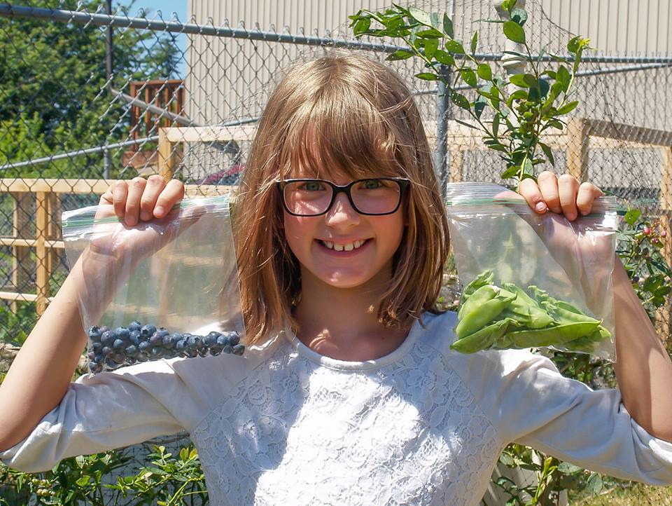 This-girl-is-only-9-years-old-but-she-does-more-good-deeds-than-any-of-us-10