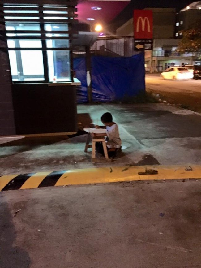 Boy-was-photographed-when-he-was-doing-his-homework-by-the-light-of-mcdonalds-2