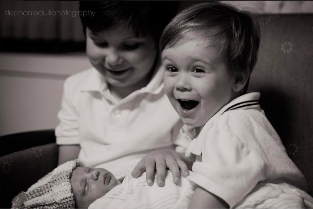 Children-see-their-newborn-siblings-for-the-first-time-1