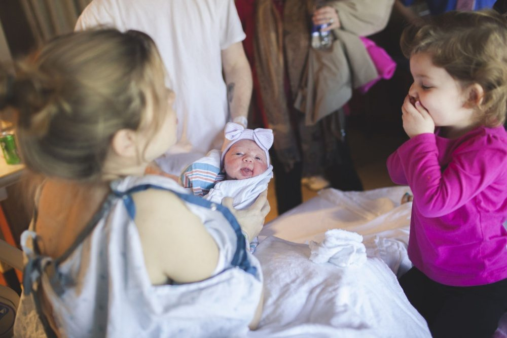 Children-see-their-newborn-siblings-for-the-first-time-21