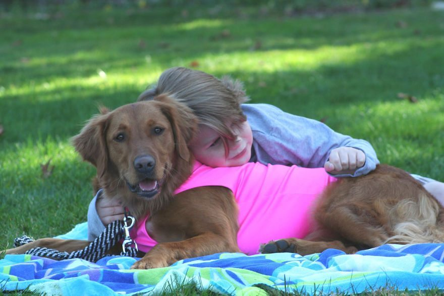 Dog-surfs-with-sick-people-and-helps-them-18