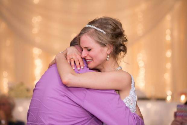 On-her-wedding-day-this-bride-is-dancing-with-a-man-who-saved-her-life-2