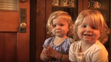 touching-prayer-baby-twins-able-melt-everyones-heart