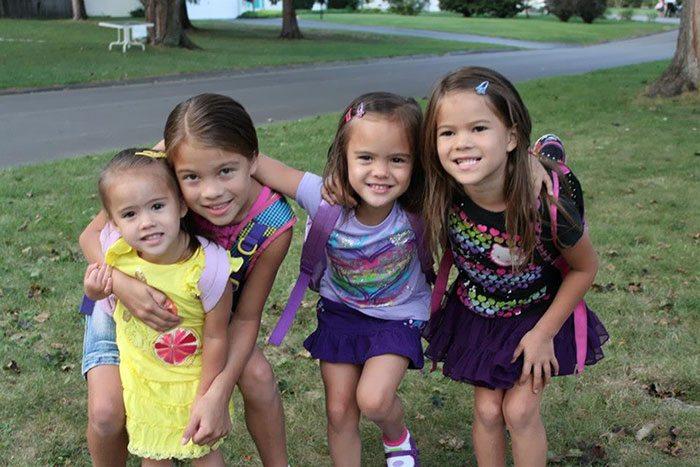 american-woman-adopted-four-daughters-best-friend-died-brain-cancer-3