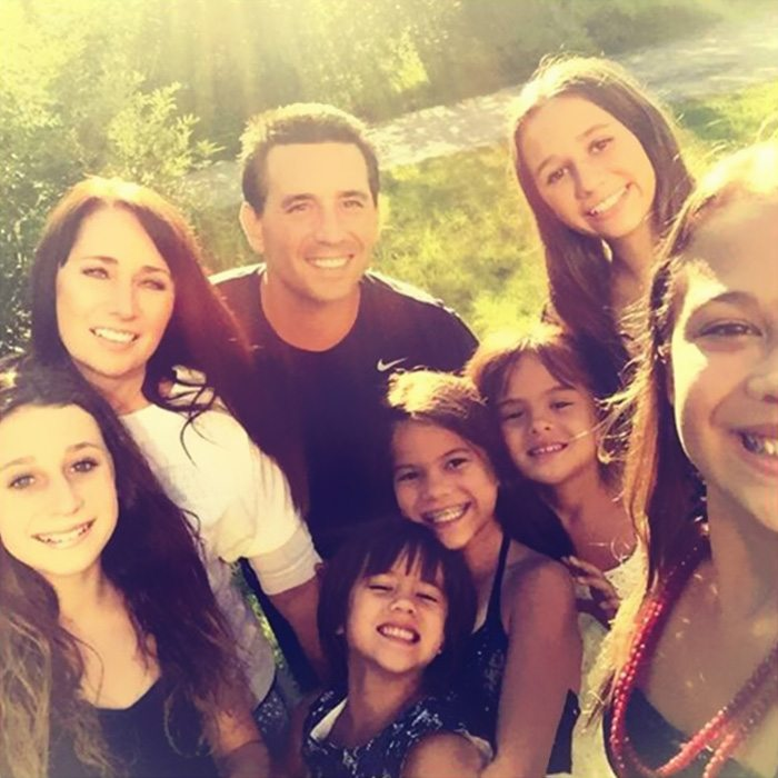 american-woman-adopted-four-daughters-best-friend-died-brain-cancer-5