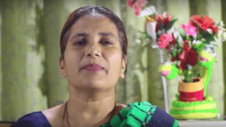 hindu-woman-casually-reads-verse-bible-opens-heart-christ