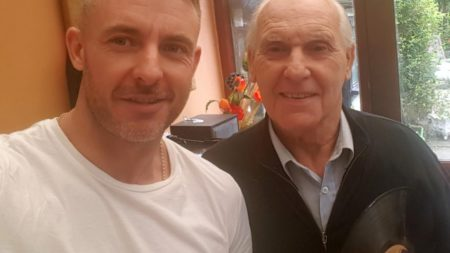 man-found-unusual-way-help-father-suffering-alzheimers-disease-2