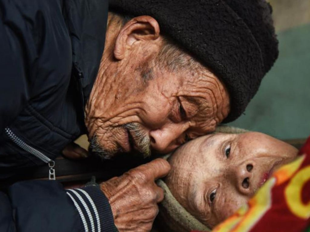 man-showed-world-word-love-really-means-taking-care-sick-wife-57-years-1