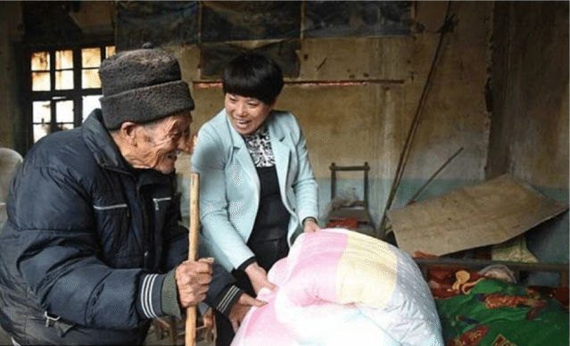 man-showed-world-word-love-really-means-taking-care-sick-wife-57-years-5