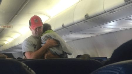 passengers-airplane-will-remember-flight-long-time-became-witnesses-touching-act-1