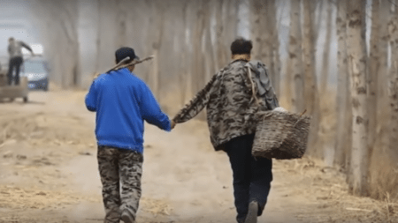 two-friends-one-blind-another-no-arms-planted-10000-trees-china