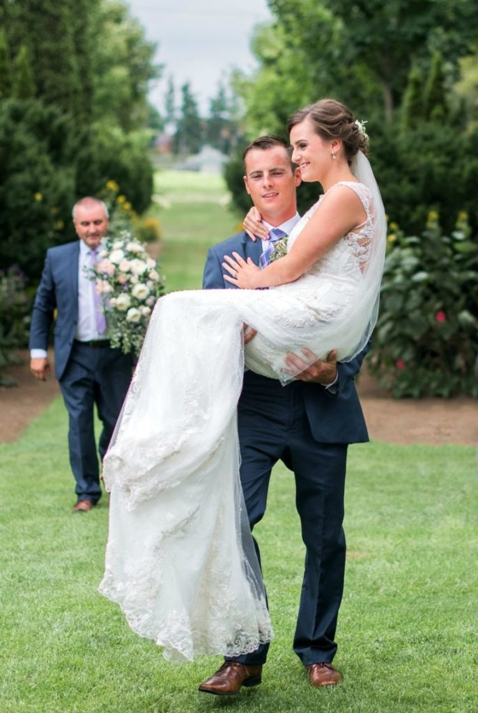 groom-carries-bride-altar-hands-story-love-knows-no-barriers-4
