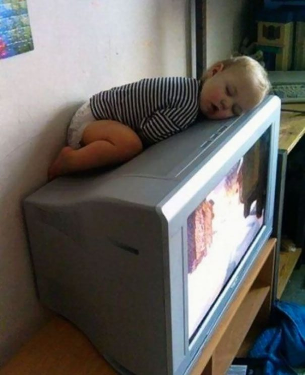 photos-proving-children-able-fall-asleep-unusual-places-13