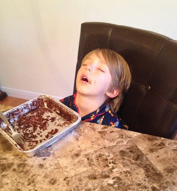 photos-proving-children-able-fall-asleep-unusual-places-16