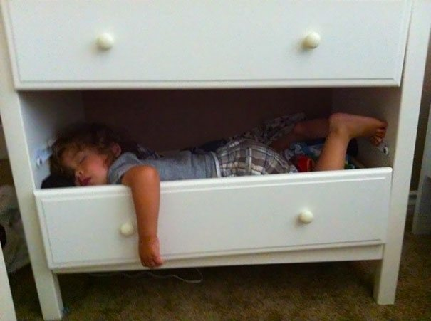 photos-proving-children-able-fall-asleep-unusual-places-17
