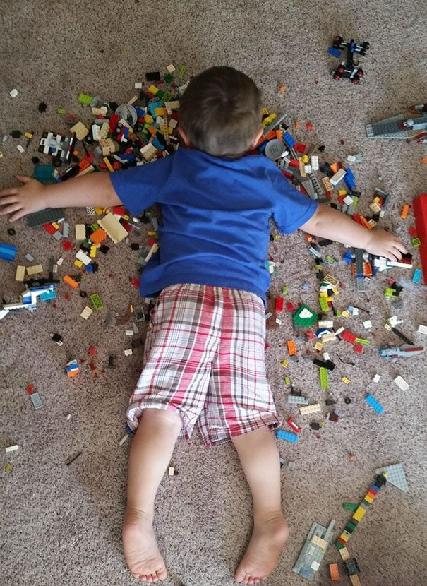 photos-proving-children-able-fall-asleep-unusual-places-2