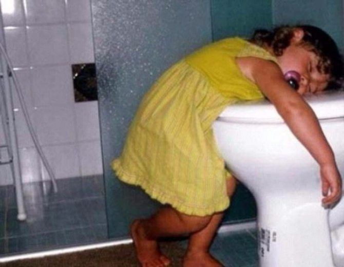 photos-proving-children-able-fall-asleep-unusual-places-20