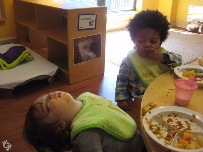 photos-proving-children-able-fall-asleep-unusual-places-21