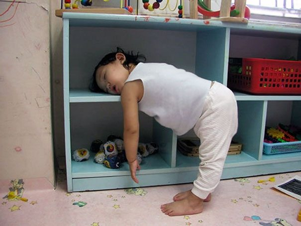 photos-proving-children-able-fall-asleep-unusual-places-3