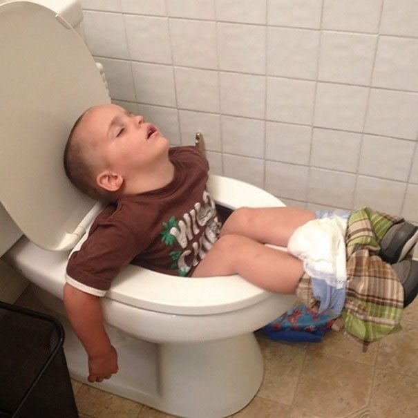 photos-proving-children-able-fall-asleep-unusual-places-4
