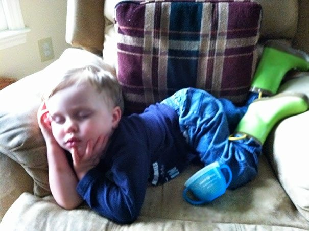 photos-proving-children-able-fall-asleep-unusual-places-9