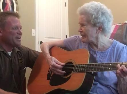 elderly-woman-alzheimers-disease-not-recognize-son-start-singing-together-3