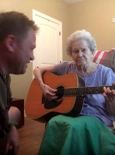 elderly-woman-alzheimers-disease-not-recognize-son-start-singing-together